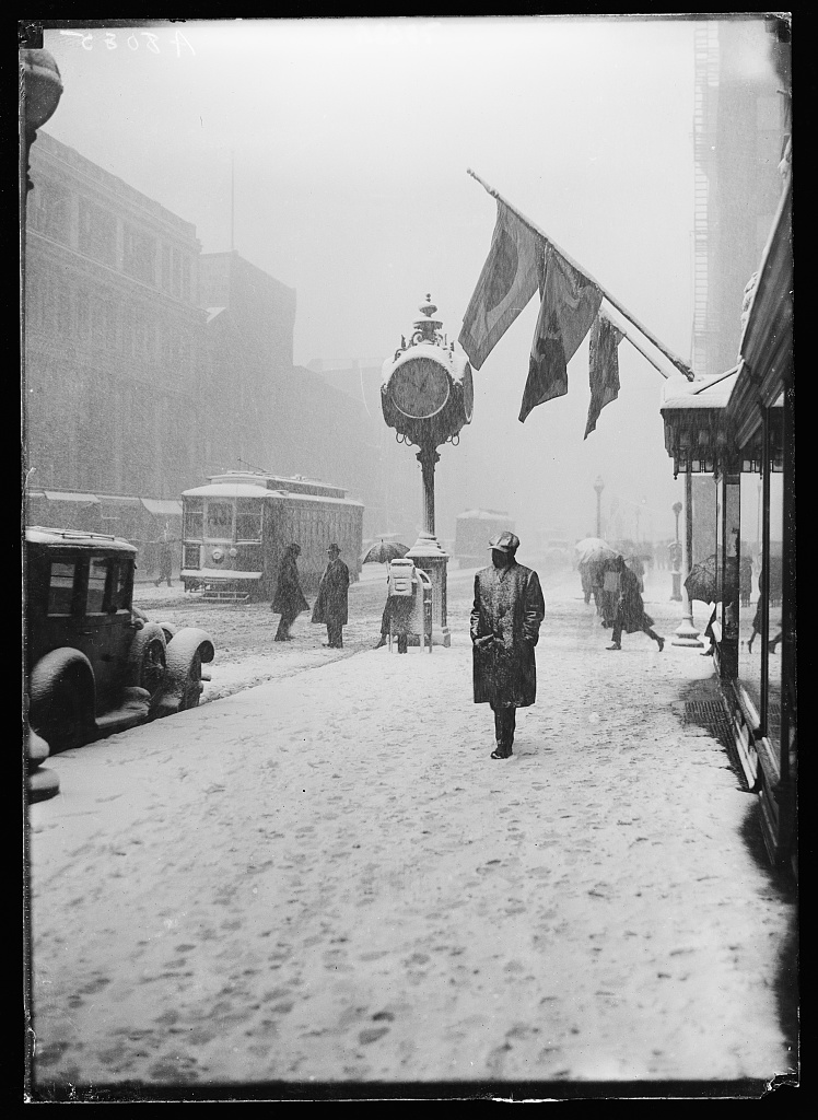 Washington Snow Scene by Harris & Ewing. April 1924 courtesy of the Library of Congress